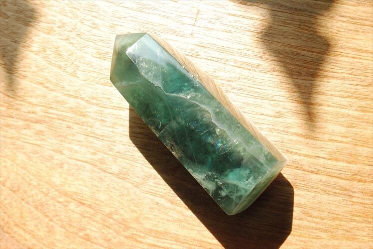 アフリカ南部から届いた 無骨なインテリアストーン グリーンフローライト 173g 蛍石 ラフストーン アートピース オブジェ 鉱石 原石